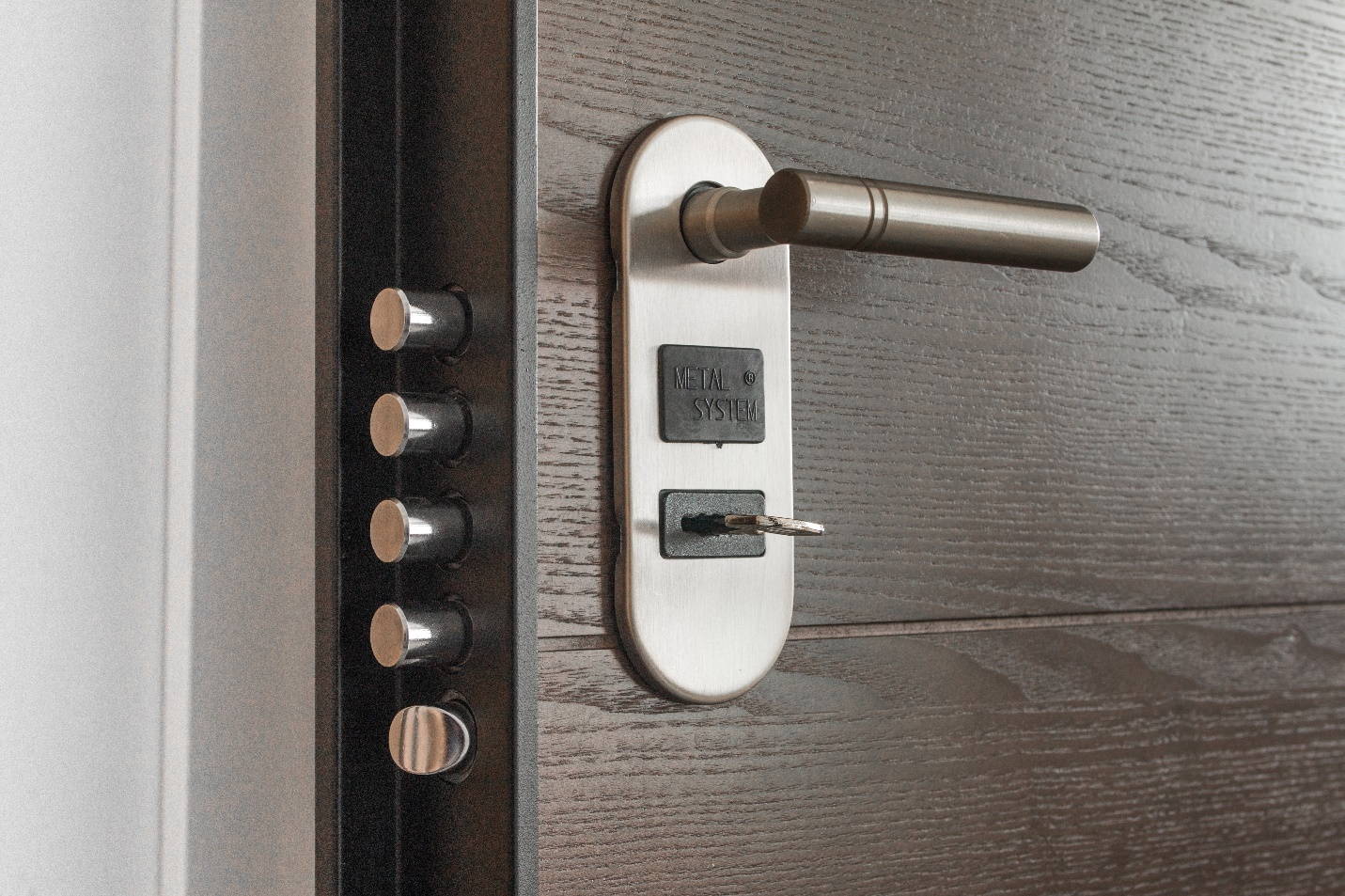 door handle with a metal lock and a key